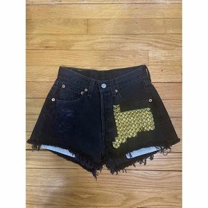 Women's Vintage High Waisted 501 Levi Shorts 26W